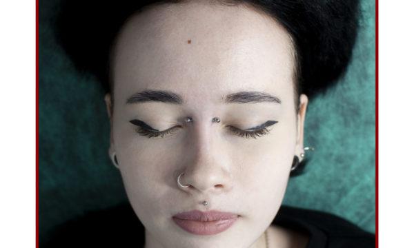 Пирсинг носа бридж